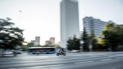 【悲報】バイクが車に勝ってるところ、疾走感しかないwwwwwwww