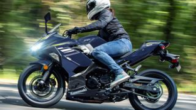 カワサキ「Ninja400」の2022年モデルは新色をまとってイメージチェンジ! KRTエディションは従来のカラーで継続販売