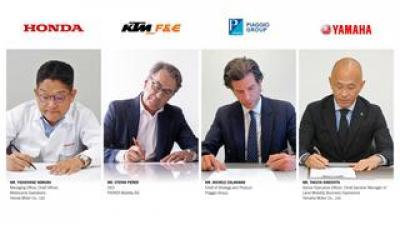 ホンダ、KTM、ピアッジオ、ヤマハが、2輪EVなどの交換式バッテリーのコンソーシアム設立に向けた合意書に正式に署名しました!!