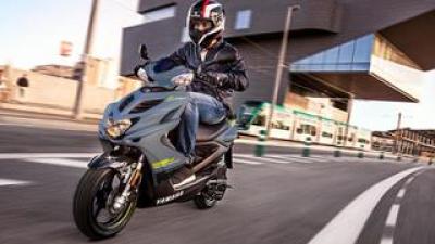 ヤマハ製50ccスクーターの命運は欧州に託された? 2機種の現行車がEU圏には存在する【小松信夫の気になる日本メーカーの海外モデル Vol.19】