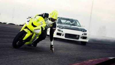 バイクと車ってどっちが速いの?