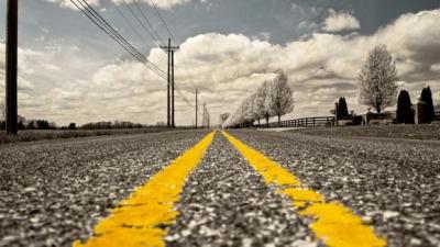 バイクで真っ直ぐな道走っててもつまらんな