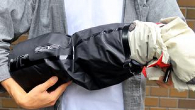 レインスーツの「収納袋」を考察|付属の袋を防水性の高いものに替えれば何かと役立つ【バイク旅テクニック集 Vol.1】