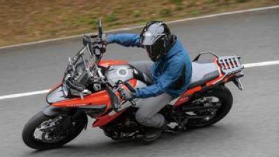 スズキ「Vストローム1050XT」インプレ(2021年)|Vストローム・シリーズ 最高峰モデルの走行性能と装備を詳解