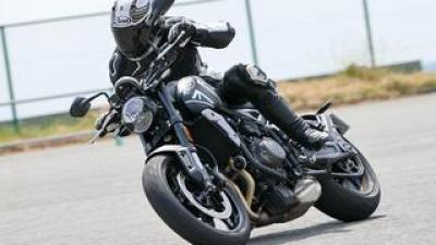 トライアンフ「トライデント 660」インプレ・解説(2021年)3気筒の魅力を存分に楽しめる軽量コンパクトな新型ネイキッドバイク