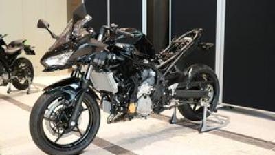 【速報!】カワサキモータース株式会社がスタート、事業方針説明会にハイブリッドバイクの研究車が登場!