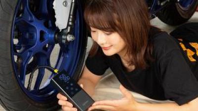 自宅でもツーリング中でも使いやすい充電式の電動空気入れ キジマ「スマートエアポンプ」はバイク・車・自転車・浮き輪にも対応