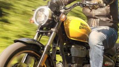 ロイヤルエンフィールド「メテオ350」日本での販売価格が決定! バイク専用ナビシステムを搭載した349cc単気筒クルーザー