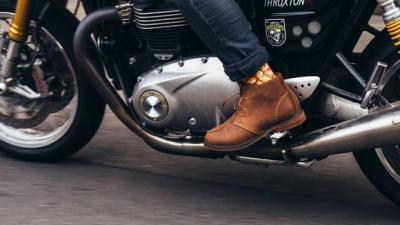 バイクがこれ以上売れるためには左足の靴がボロボロにならない仕組みに進化すべきだと思う