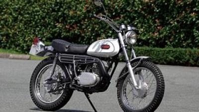 ヤマハ「DT-1」歴史解説|レースで勝てる性能を持ち、公道も楽しめる2ストローク250ccオフロードバイク(1968年)